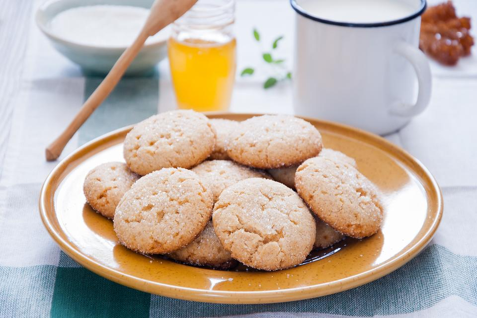 This Old-fashioned Honey Cookie Recipe Is the Bee's Knees