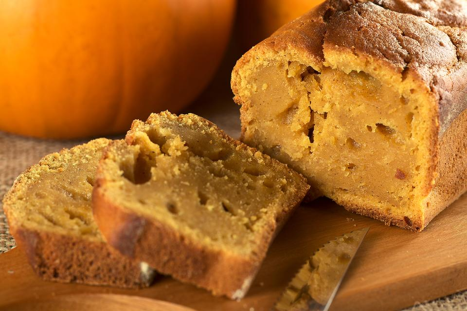 2-Ingredient Pumpkin Bread Is Destined to Be Your Favorite Thanksgiving Dessert Recipe