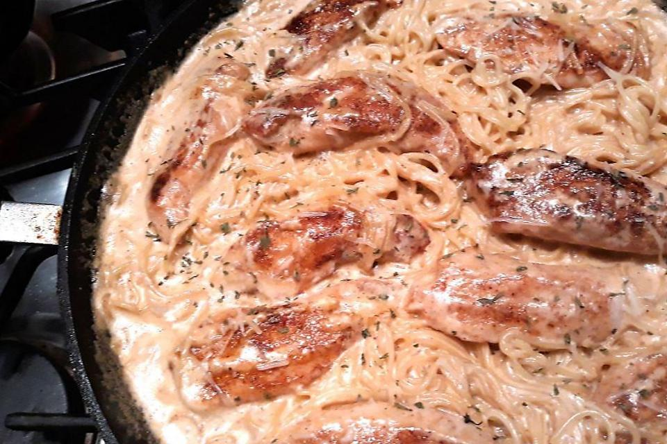 20-Minute Chicken Lazone Recipe: Chicken Lazone Is a Creamy One-Pan Cajun Pasta Recipe You Need to Try