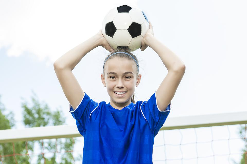 4 Good Ways to Coach Your Kid Before Her Sports Game!