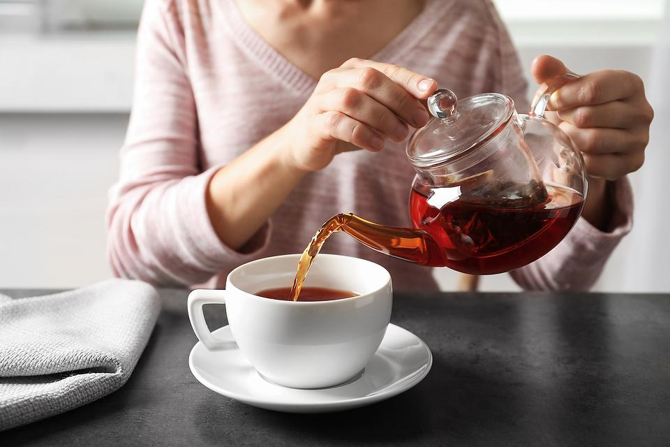 Health Benefits of Drinking Tea: 5 Mind & Body Reasons to Drink More Green Tea, Black Tea, Matcha Tea, Lavender Tea & More