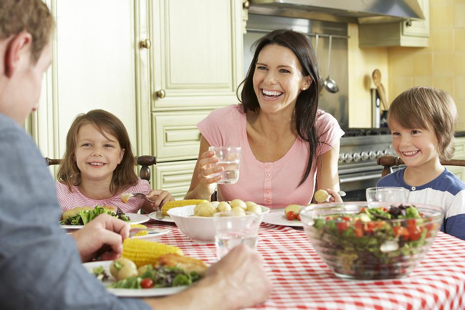 5 Ways to Make Your Family One of Those Families (the Ones That Eat Healthy!)