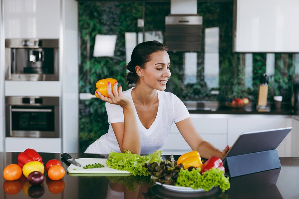 Fight Depression With Nutrition: 8 Things Women Need to Arm Themselves Against Depression