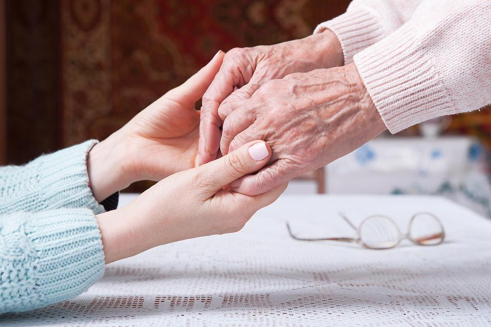 Alzheimer's Caregivers: 8 Tips For People Caring For A