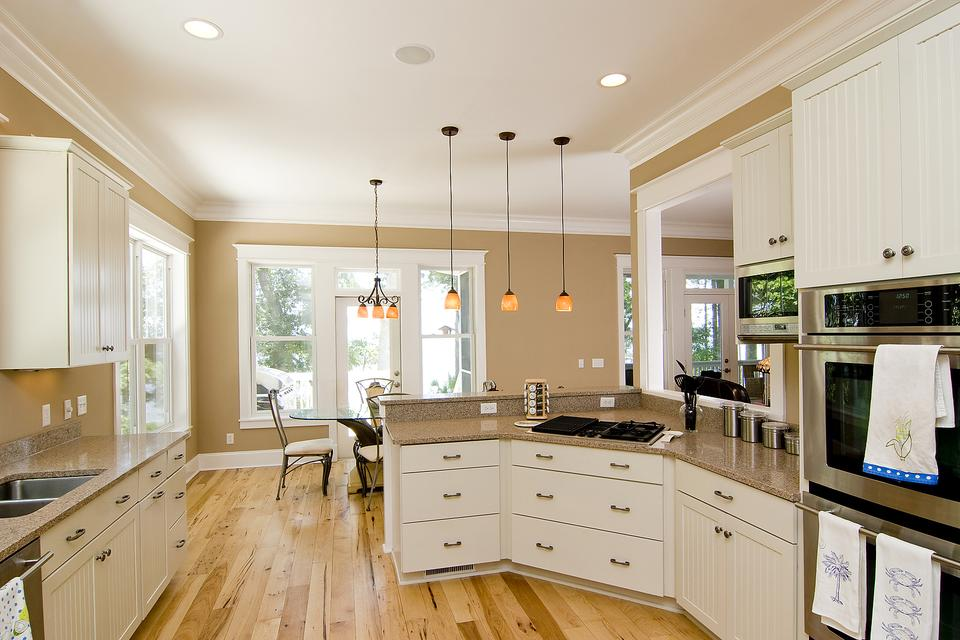 A Kitchen Designed to Sell: 3 Ways to Make Your Kitchen Appeal to Buyers & Get That House Sold!