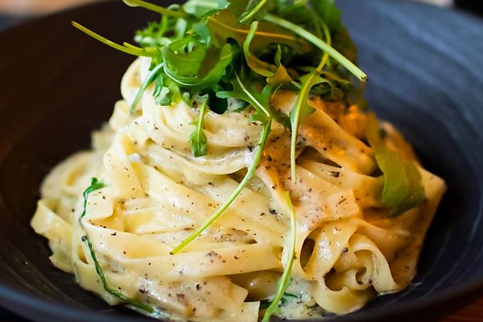 Classic Pasta Carbonara Recipe: A Master Class on How to Make Pasta Carbonara From a Chef