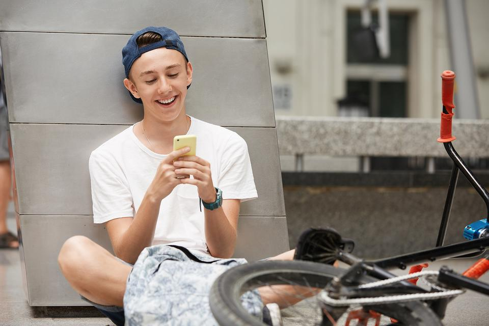 A Rule for Kids With Smartphones: Don't Text While Moving!
