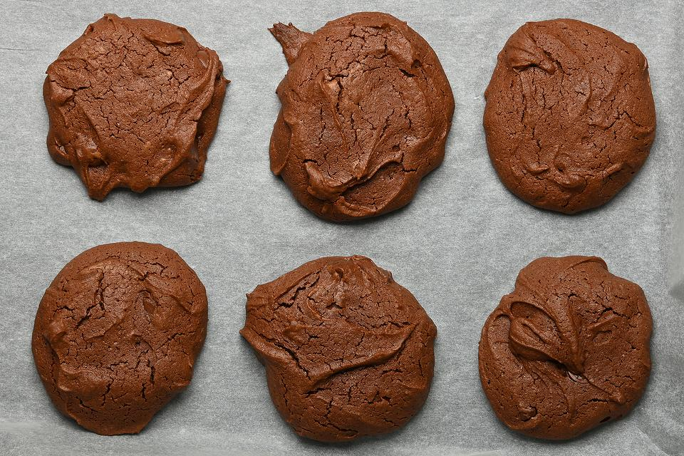Amazing 2-Ingredient Chocolate Cookies (Gluten-free, No Flour, Refined Sugar, Butter or Eggs)