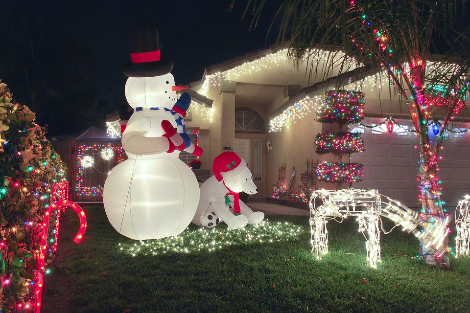 anchor outdoor holiday inflatables easily with this diy hack - Outdoor Christmas Inflatables