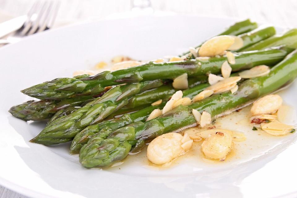 Easy Asparagus Recipes: Oven-Roasted Asparagus Recipe With Garlic, Lemon & Almonds