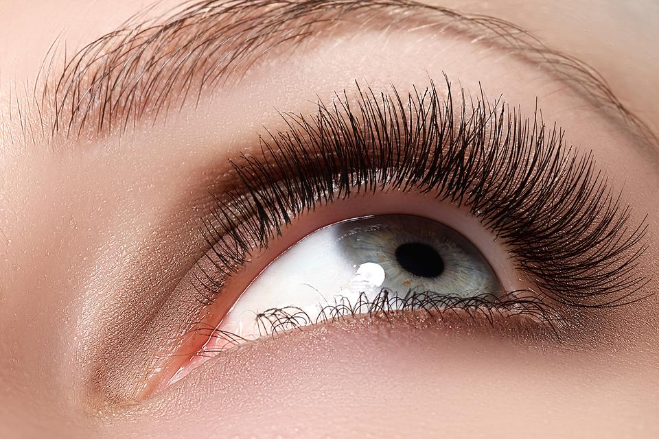 Eyelash Tinting: How to Give Mother Nature a Hand!