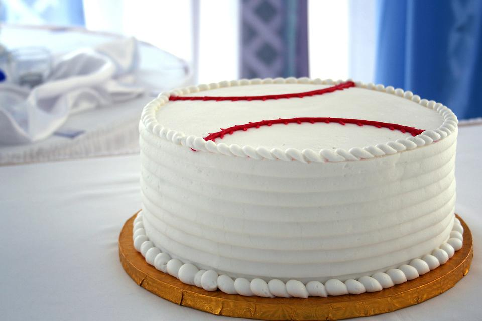 World Series™ Baseball Cake: How to Make an Easy Baseball Cake for Your Family