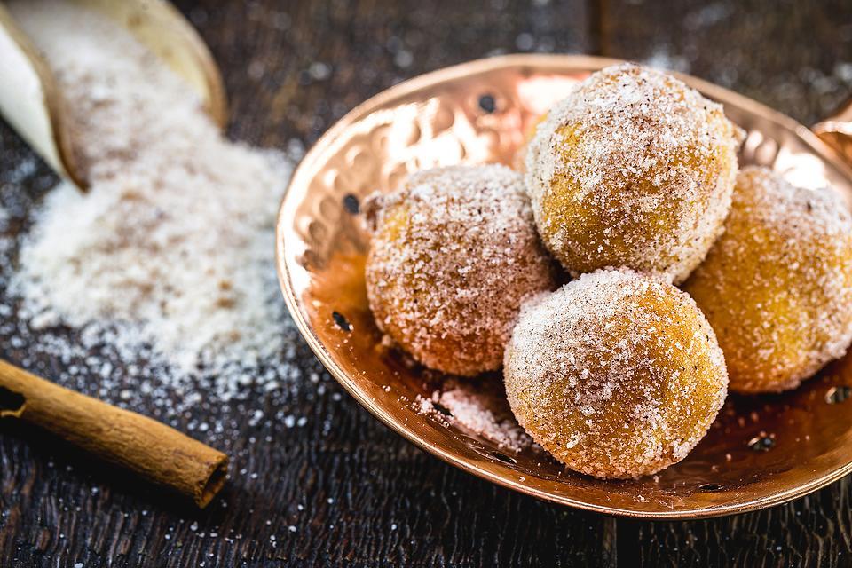 Bolinho de Chuva (Brazilian Raindrop Beignets): This Brazilian Cinnamon Doughnuts Recipe Is Ready in 15 Minutes