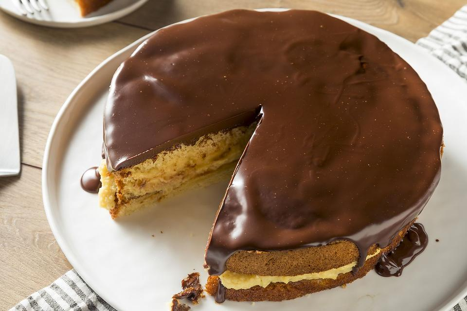 Boston Cream Pie Recipe: This Easy Cake Recipe Satisfies Both Chocolate Lovers & Vanilla Lovers
