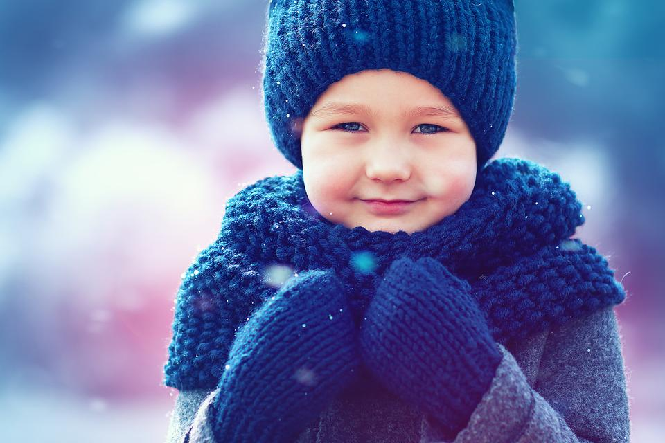 Bundling Kids Up Safely for Winter Fun: What They Should & Shouldn't Wear!