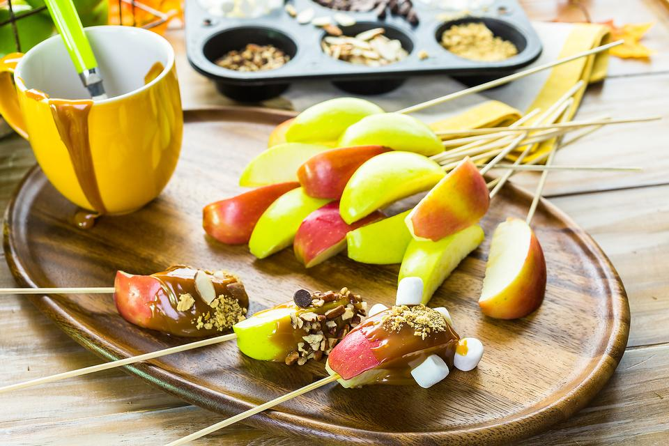 DIY Caramel Apple Bar: A Fun Thanksgiving Dessert for Kids & Adults!