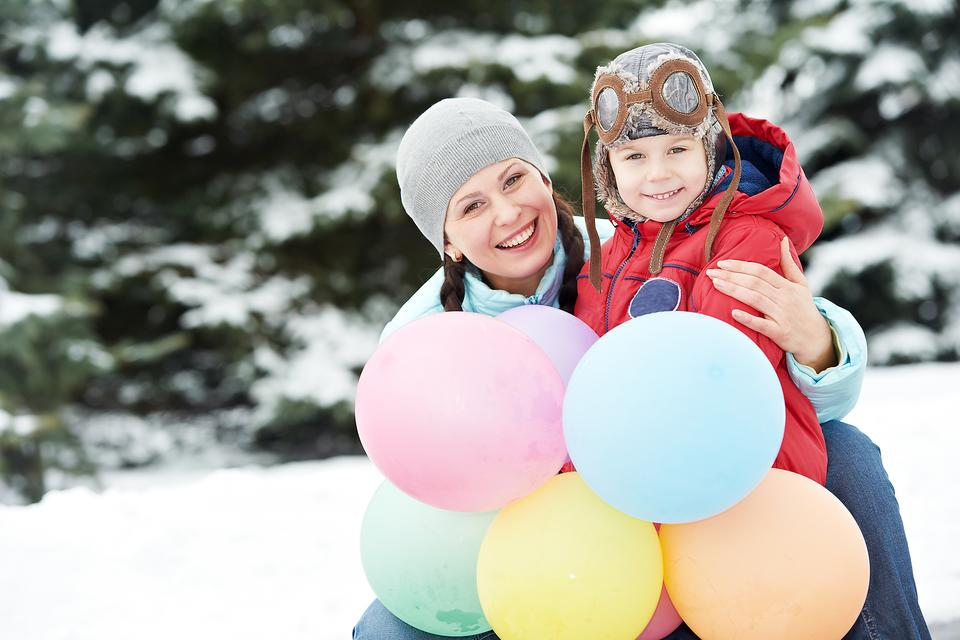Choose Latex Instead of Mylar Balloons for Winter Parties: Here's Why!