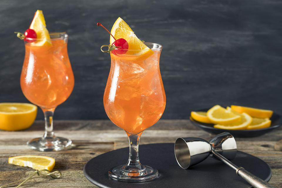 Singapore Sling: How to Make This Fruity Gin-based Cocktail!