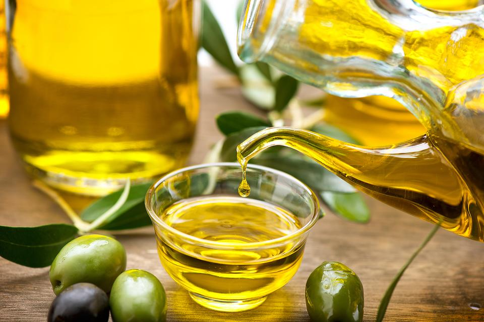 Confused About Cooking Oils? The Pros & Cons of 4 Popular Oils!