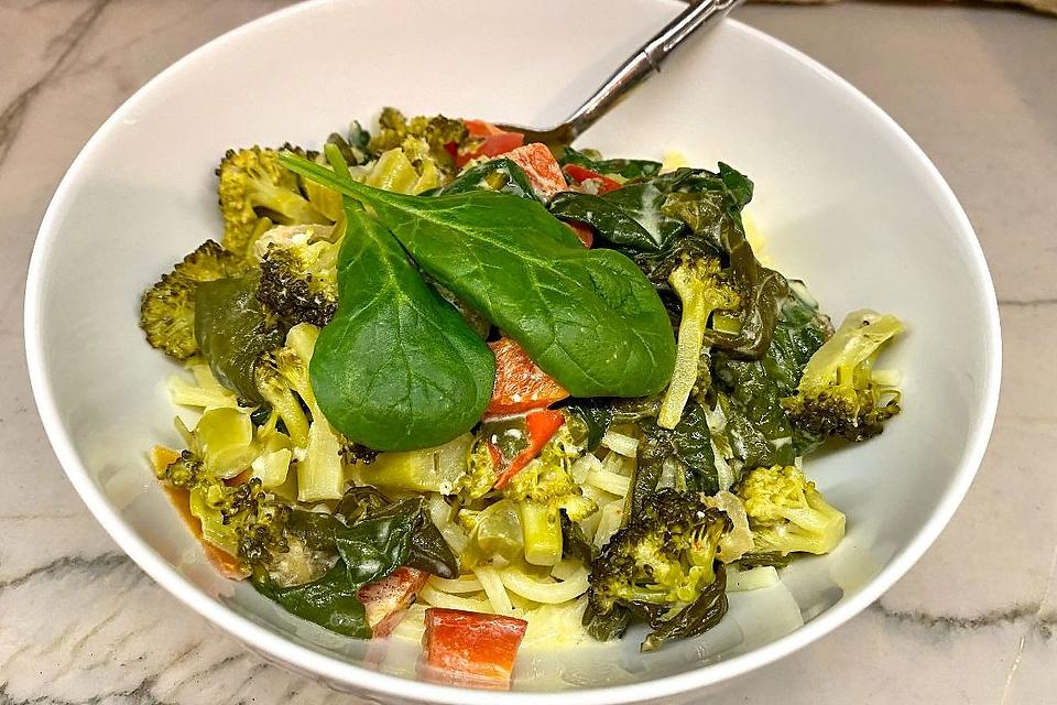 Creamy Garlic Pasta Recipe: This Easy Vegetable Pasta Recipe Was Inspired By TikTok's Baked Feta Pasta (You Will Crave It)