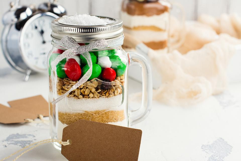 DIY Cookie Jar Gifts: A Fun Holiday Project to Make With Kids!