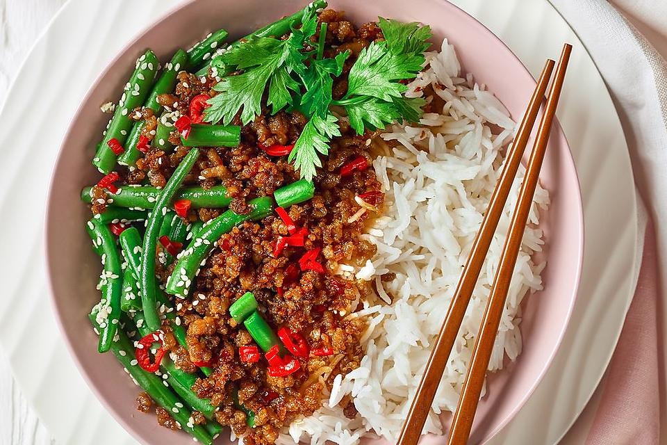 Vietnamese-Style Ground Pork Stir-fry Recipe With Green Beans Is Ready in Less Than 30 Minutes