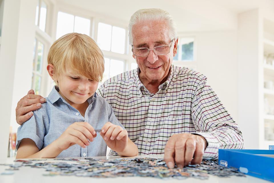 Dementia Caregivers: Understanding Behavioral Changes With Dementia & How to Respond