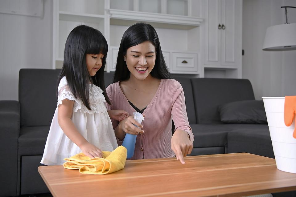 Disinfecting Cleaning Products & Kids: Why Parents Should Be Cautious When Using Household Disinfectants