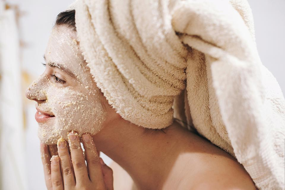 (Don't) Do-It-Yourself Skin Care: 6 DIY Home Beauty Ingredients You Should Never Use on Your Face