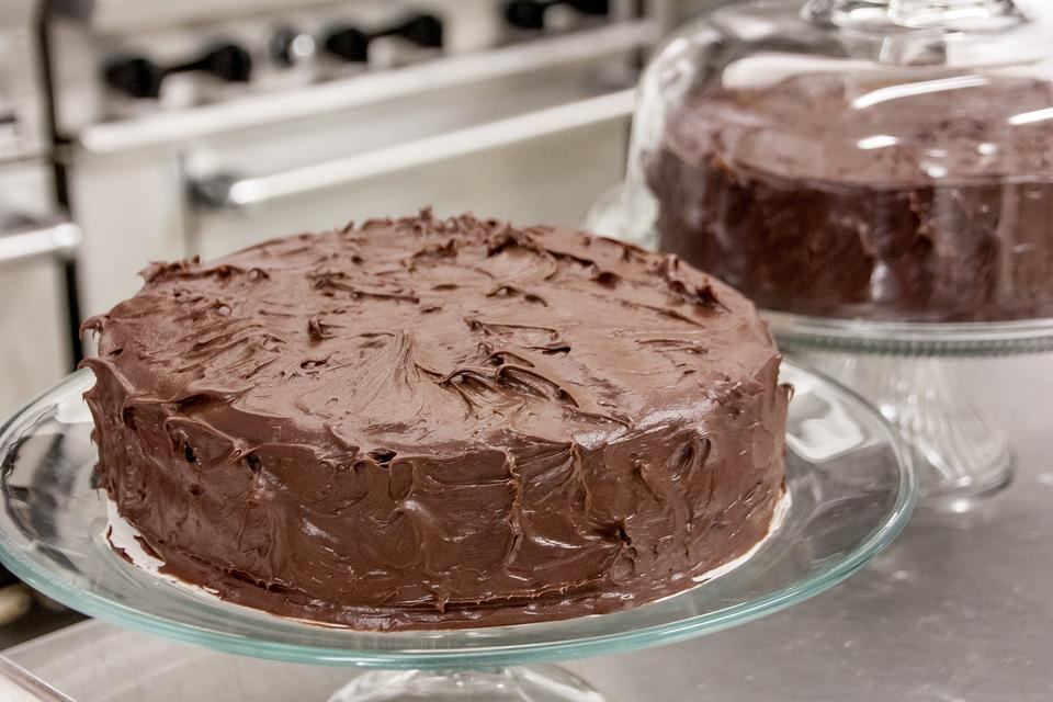 Don't Have Enough Frosting for Your Cake? Try This Easy Baking Hack!