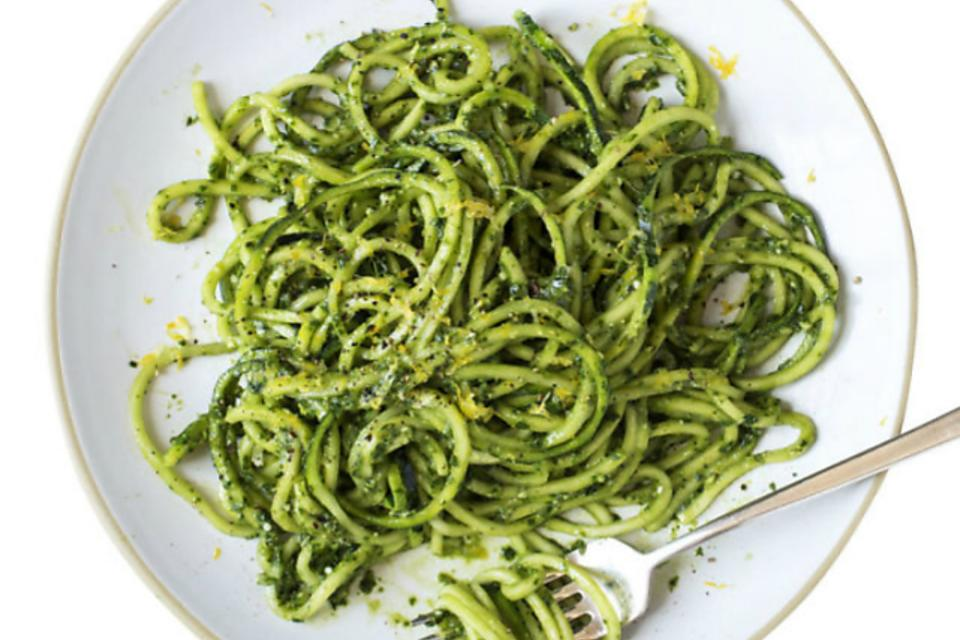 "Lose Your Noodles! How to Make Fresh Basil & Kale Pesto ""Zoodles""!"