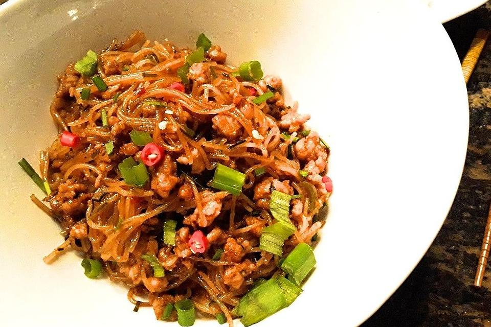 Chinese Noodles Recipe: This Rice Noodle Recipe With Ground Pork & Garlic Chives Will Transport You to Asian Town