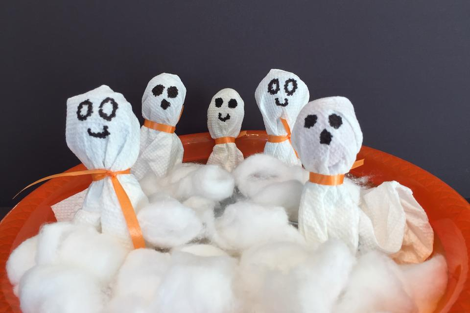 Easy DIY Ghost Pops: Perfect for Your Halloween Party!