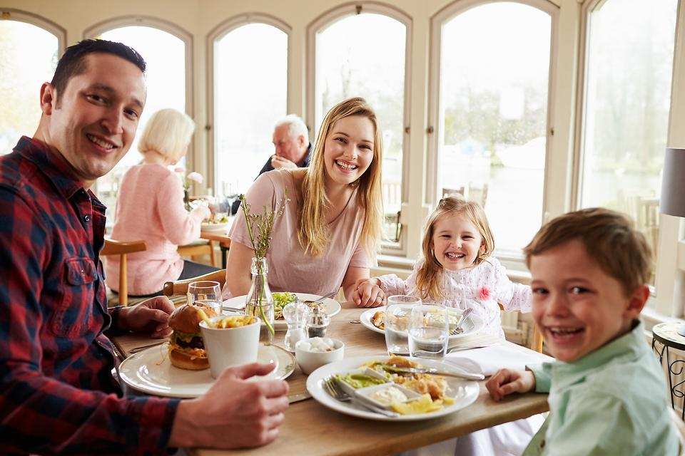 Eat Out at Restaurants With Small Kids & Enjoy It! Here's How!