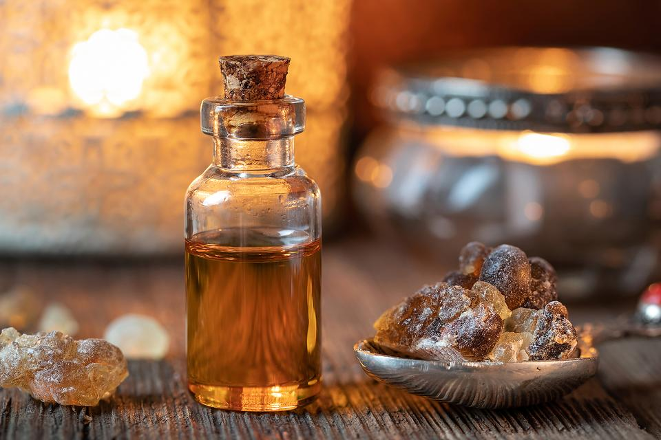 Frankincense Essential Oil: How to Use This Oil for Health & Wellness