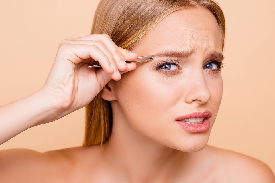 ​Eyebrow 911: How to Resuscitate an Eyebrow Emergency at Home or in the Salon
