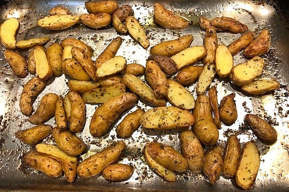 Easy Potato Recipes: This Roasted Fingerling Potato Recipe in a Herb Butter Sauce Is Finger-Licking Good