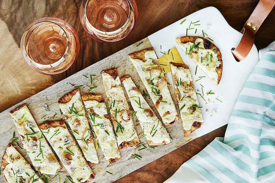 Fig Burrata Flatbread With Arugula & Mint: An Elegant Appetizer for Your Weekend Get-together!