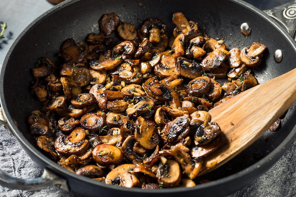 Best Garlic Butter Mushrooms Recipe: These Skillet Mushrooms With Garlic & Thyme Are Better Than at a Steakhouse