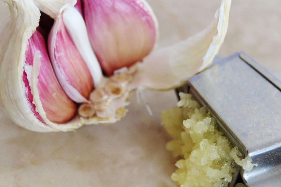Glorious Garlic: 2 Ways to Make Cooking With Garlic Even Easier!