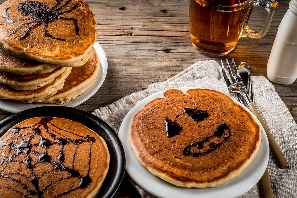 Halloween Breakfast Ideas: How to Make Spooky Halloween Pancakes!