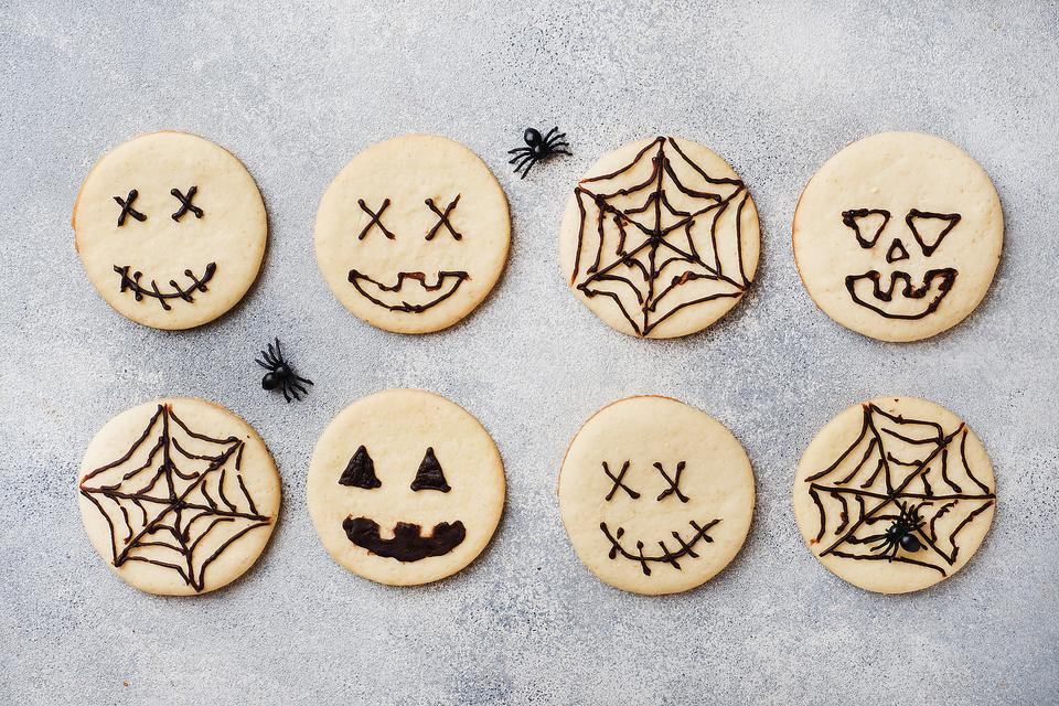 Halloween Cookies So Easy You Can Make Them With Your Eyes Closed