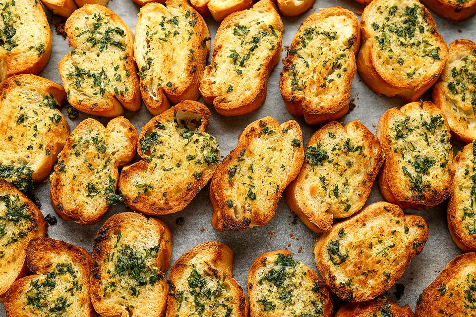 Herb Garlic Bread Recipe: This Flavorful Baguette Recipe Invites All the Herbs to the Party