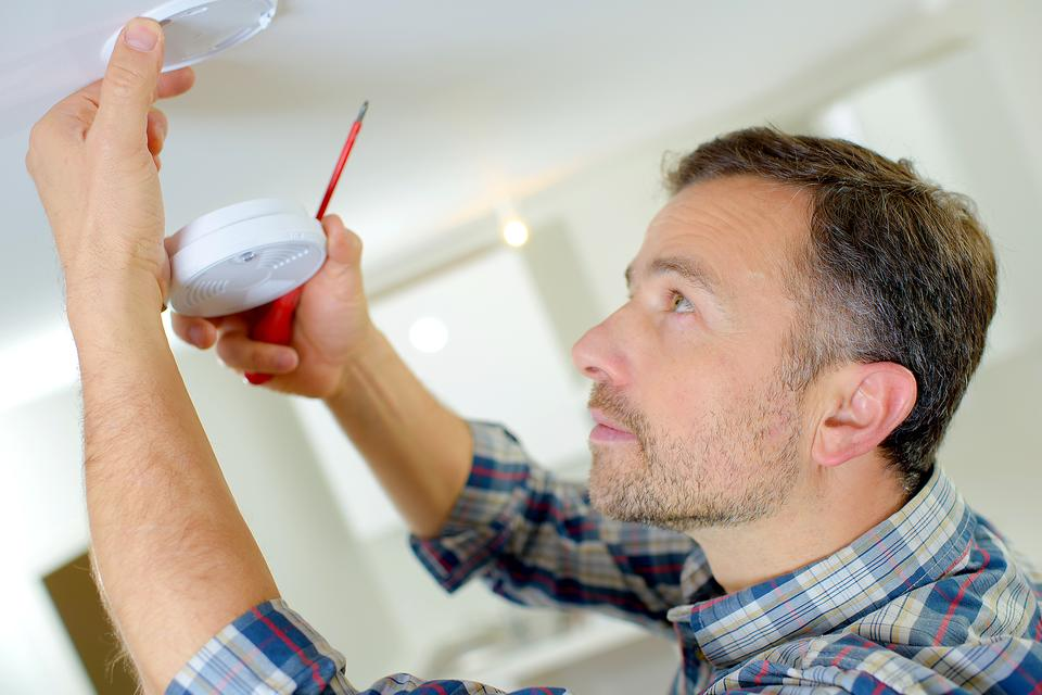 Holiday Hazards: Why You Need to Check Your Smoke Detectors Today!