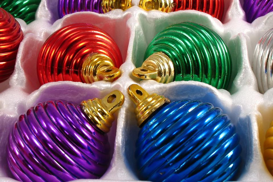 Storing Fragile Christmas Ornaments: Try This Hack to Keep Breakable Holiday Ornaments Safe!