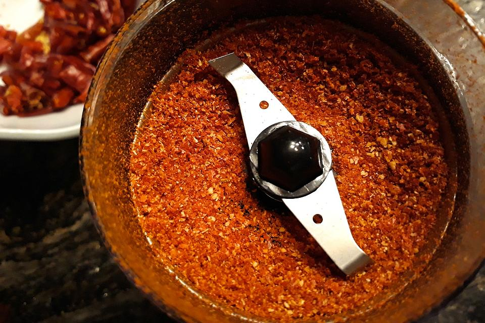 Homemade Ground Cayenne Recipe: Turn Fresh Peppers Into a Spicy Cayenne Pepper Powder
