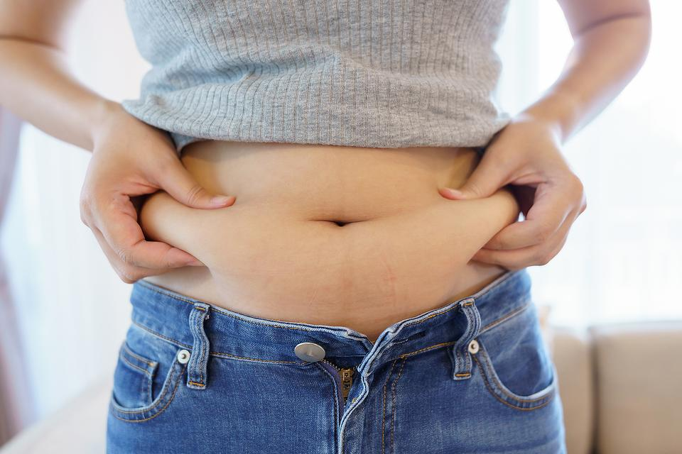 How to Lose a Muffin Top: Ways to Treat Excess Skin & Belly Fat Above Your Waist