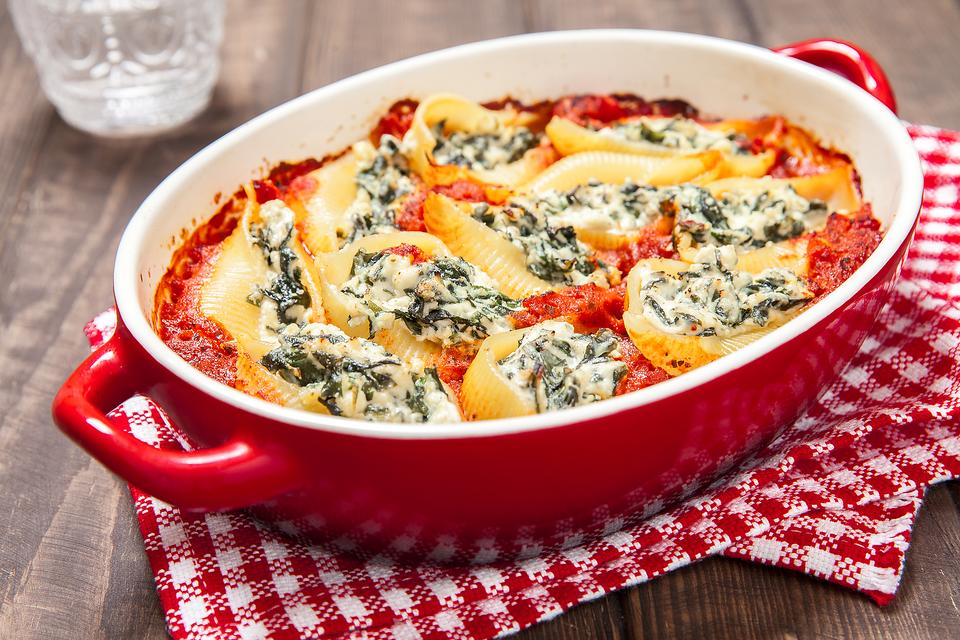 Easy italian recipes how to make spinach ricotta stuffed shells easy italian recipes how to make spinach ricotta stuffed shells forumfinder