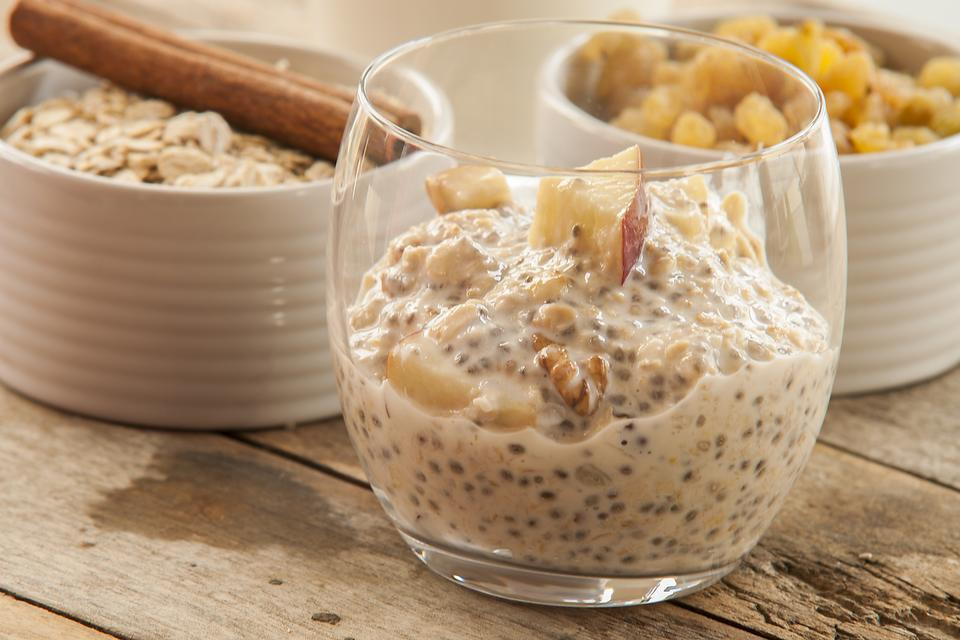 Overnight Oats: How to Make Creamy Overnight Apple Pie Oatmeal!