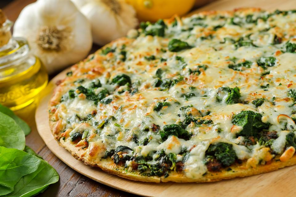 Pizza Night: How to Make an Amazing Roasted Garlic Spinach Pizza!